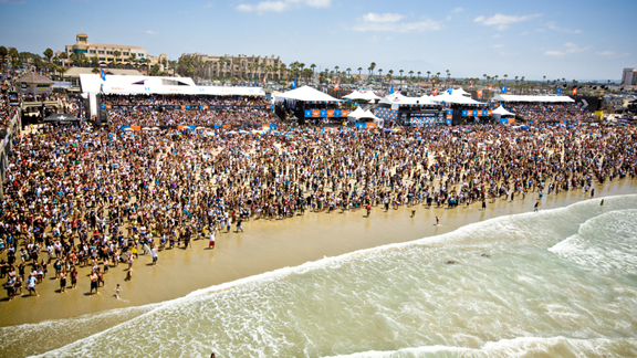 The crowd at the Nike US Open of Surfing